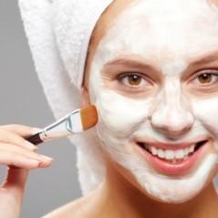 Fehér agyagos hidratáló arcpakolás kókuszporral